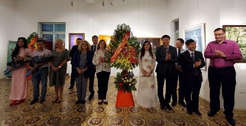 """28 tác phẩm trưng bày tại Triển lãm """"Kết nối"""""""
