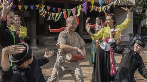 """NTK Cao Minh Tiến bất ngờ ra MV """"Trống cơm"""" tái hiện Trung thu truyền thống"""