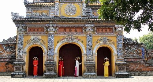 Miễn phí vé tham quan đại nội cho du khách nữ mặc áo dài ngày 20-10