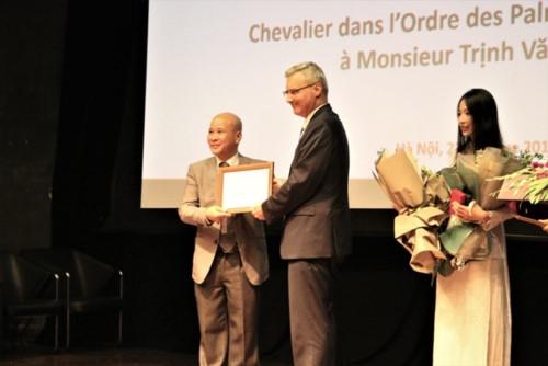 Nhà văn Ngô Tự Lập được trao tước hiệu của nước Pháp