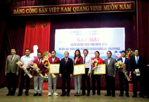 Tuyên dương, khen thưởng Huấn luận viên và Vận động viên Thừa Thiên Huế đạt thành tích cao tại kỳ SEA Games 30