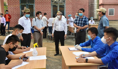 Triển khai thực hiện chốt kiểm tra y tế và khai tờ khai y tế