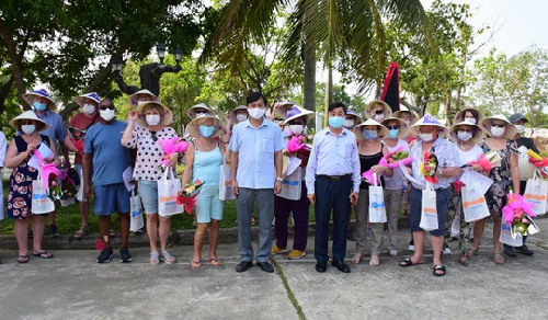 Thêm 34 du khách nước ngoài được xác nhận hết thời gian cách ly y tế
