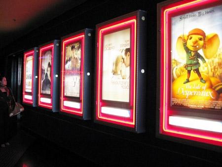 Phim ngoại nhập vào Việt Nam đang chạy đua với thế giới