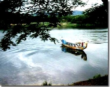 Tiếng hát và du thuyền trên sông Hương