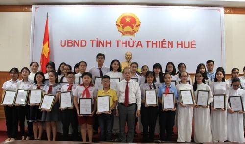 """Thừa Thiên Huế tuyên dương """"Học sinh danh dự toàn trường"""""""