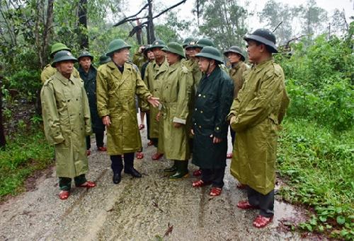 Phó Thủ tướng Trịnh Đình Dũng kiểm tra, chỉ đạo công tác cứu hộ, cứu nạn tại thủy điện Rào Trăng 3