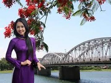 Cô gái Huế