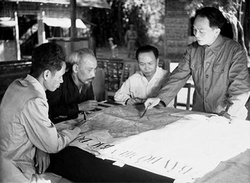Hồ Chí Minh, Võ Nguyên Giáp và chiến thắng Điện Biên Phủ