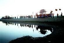 Bước đầu khảo sát lễ hội dân gian xứ Huế