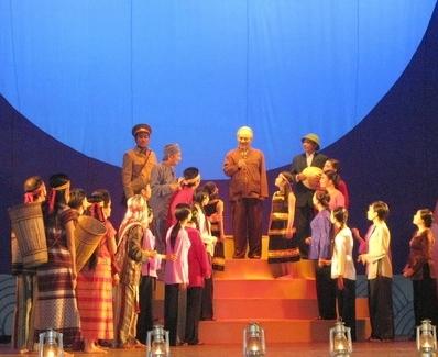 Hồ Chí Minh - Hồi ức màu đỏ - Một tác phẩm nghệ thuật gây xúc động mạnh trong người xem