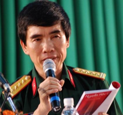Kết quả hình ảnh cho Nhà thơ Nguyễn Hữu Quý
